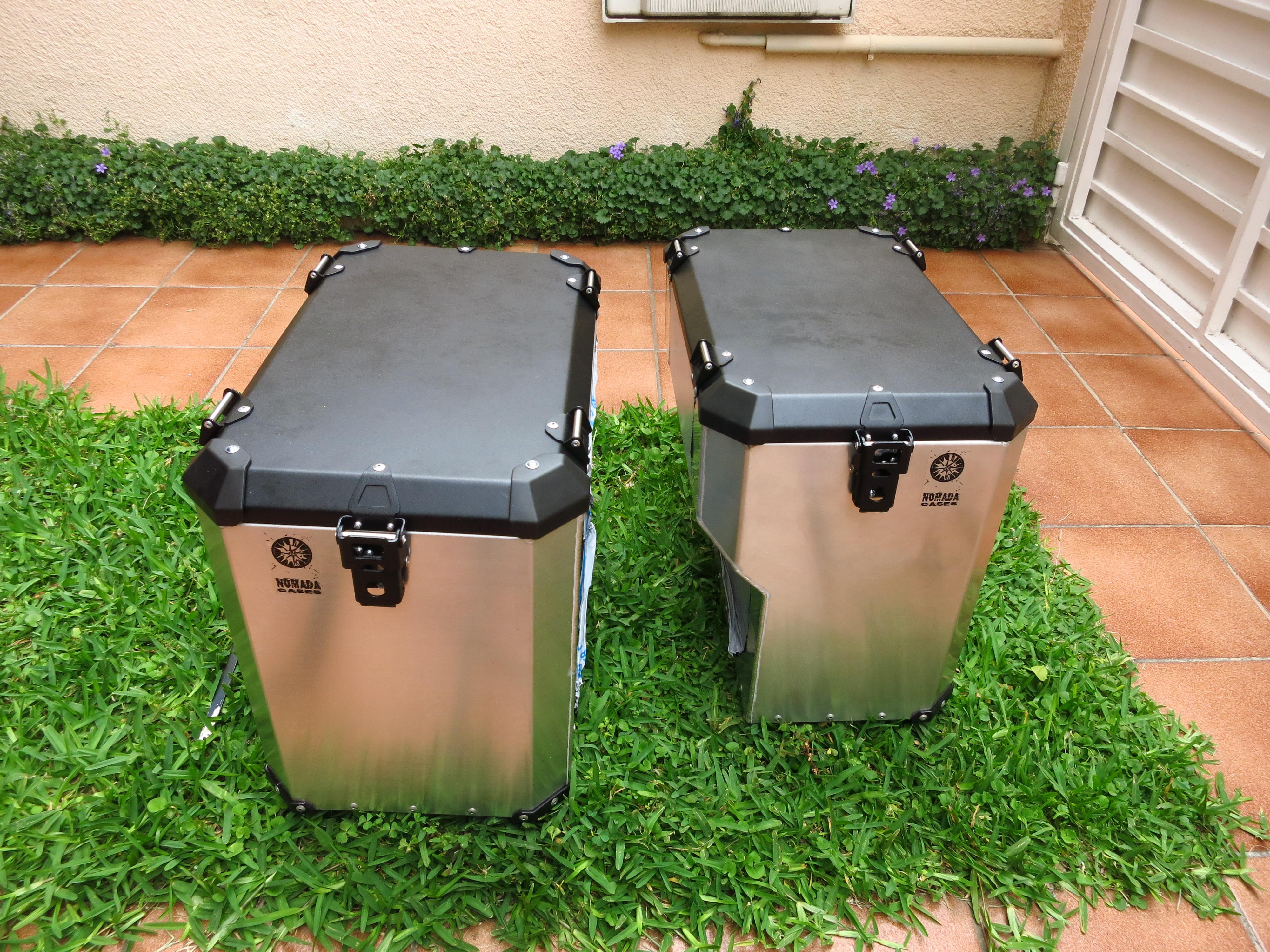 Instalación de un sistema de maletas Holan Nomada Pro II en la AT ...